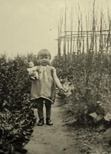Ursel im Garten